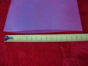 Na zdjęciu rękaw o szerokości 160 mm. Obwód folii w rękawie to 2xszerokość – w tym wypadku 2×160 mm = 320 mm. W ten rękaw można zapakować przedmiot (np. rurę, tubę itp.) o średnicy do 101,91 mm.